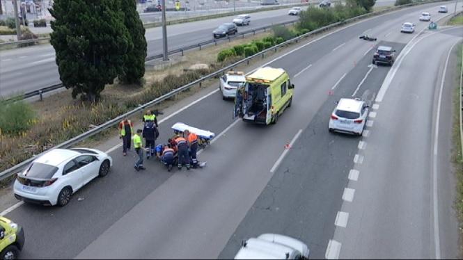 Un+jove+de+22+anys+pateix+un+accident+de+moto+a+l%27autopista+de+l%27aeroport
