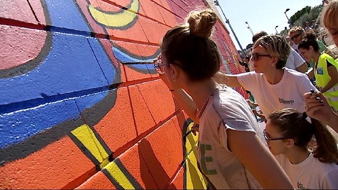300+persones+pinten+a+Sencelles+el+mural+%26%238220%3BCentaurepeixos%26%238221%3B