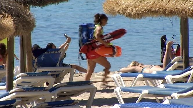 Els+turistes+es+mostren+a+favor+d%27una+possible+pujada+de+la+taxa+mediambiental