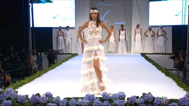 Formentera+ha+viscut+una+nit+de+moda+en+la+qual+dissenyadors+i+joiers+han+mostrat+les+seves+col%E2%80%A2leccions