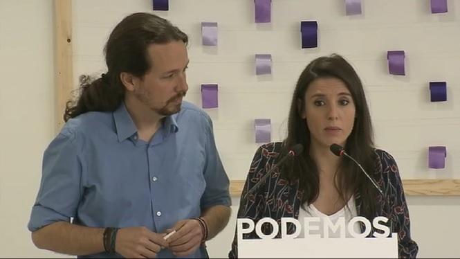 Pablo+Iglesias+est%C3%A9n+la+m%C3%A0+al+PSOE+per+negociar+un+canvi+de+govern