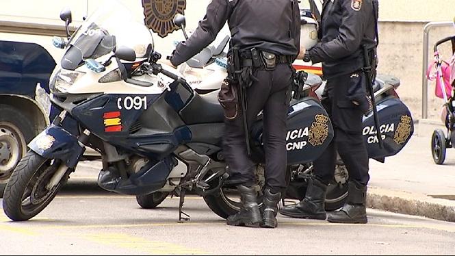 Empresonat+un+policia+local+de+Ciutadella+per+haver+apallissat+el+nad%C3%B3+de+9+mesos+de+la+seva+companya