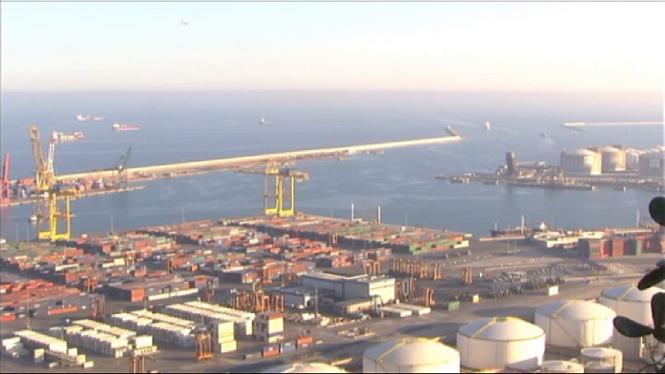 Tretze+embarcacions+cerquen+els+dos+mariners+desapareguts+al+port+de+Barcelona