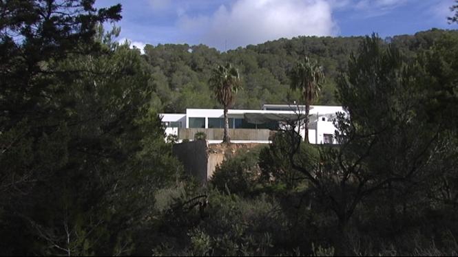 La+conviv%C3%A8ncia+entre+residents+i+turistes+que+lloguen+cases+o+apartaments+a+Eivissa+%C3%A9s+complicada