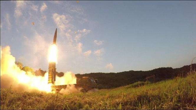Corea+del+Sud+respon+Pyongyang+disparant+m%C3%ADssils+per+terra+i+aire