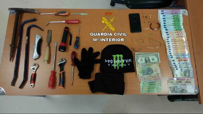 Diverses+persones+detingudes+per+robatoris+a+la+Part+Forana