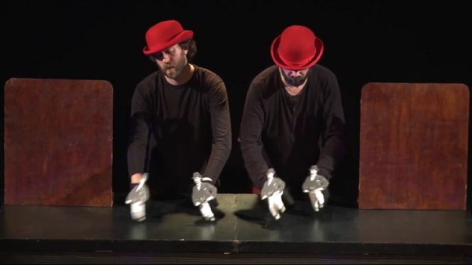 El+retrete+cabarete+arriba+al+Teatre+Sans