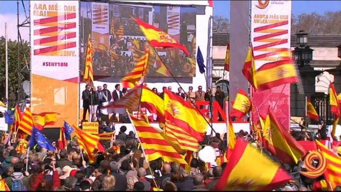 Milers+de+persones+exigeixen+a+Barcelona+%26%238220%3Bseny%26%238221%3B+i+un+nou+govern+a+Catalunya