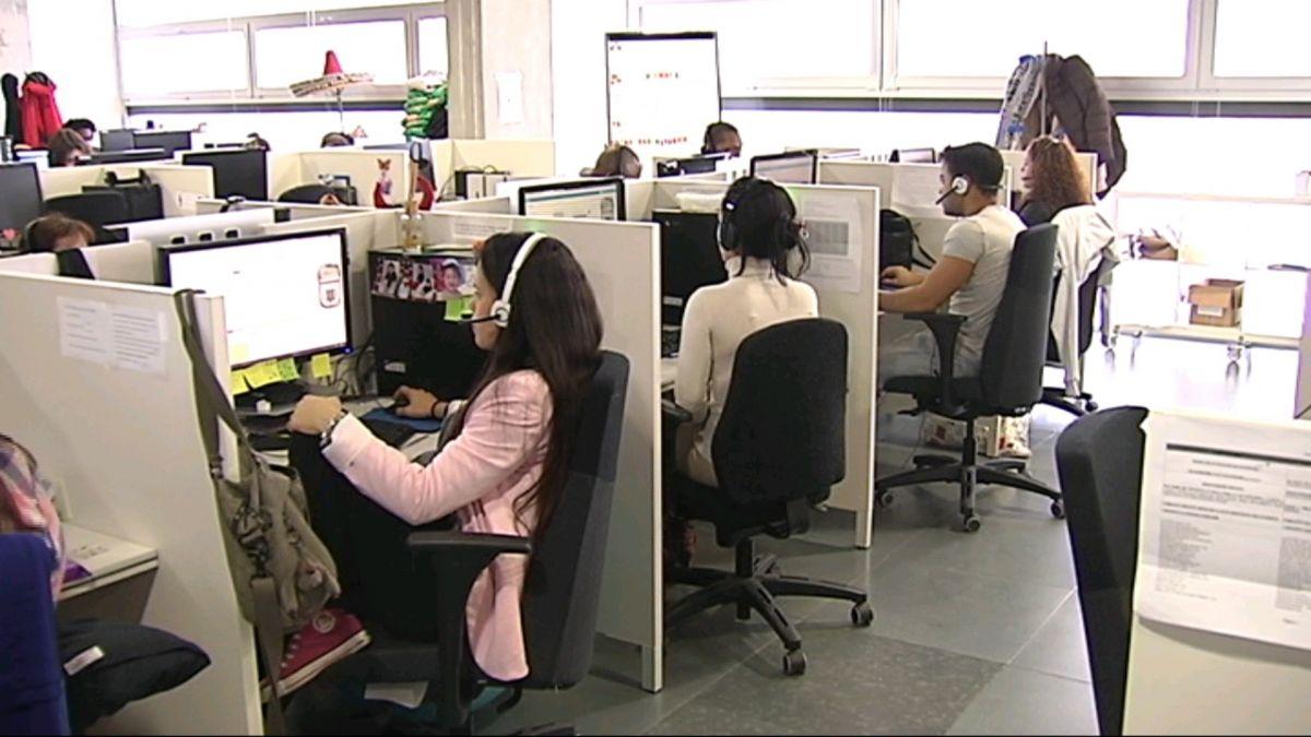 Augmenta+el+nombre+de+dones+que+surten+del+mercat+laboral+per+dedicar-se+a+les+feines+de+la+llar