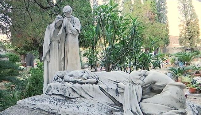 S%C3%B3ller+inventaria+les+escultures+del+cementeri+per+preservar-les