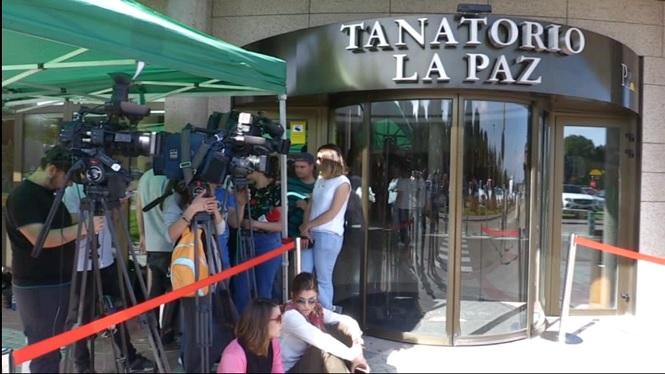 El+tanatori+de+Madrid+s%27omple+de+persones+per+donar+el+darrer+ad%C3%A9u+a+Jos%C3%A9+Mar%C3%ADa+%C3%8D%C3%B1igo