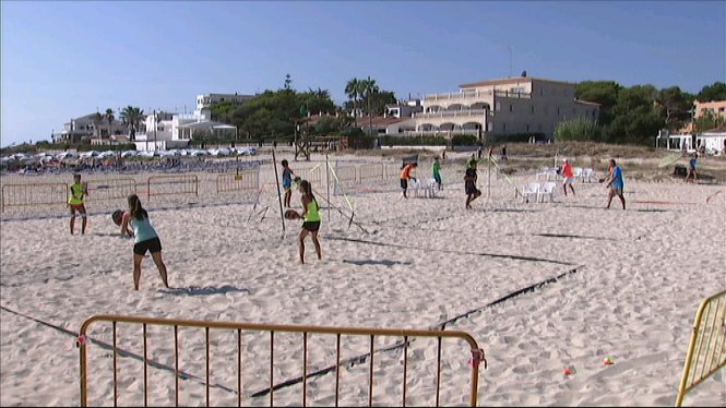 Finalitza+el+primer+torneig+internacional+de+tennis+platja+de+Menorca