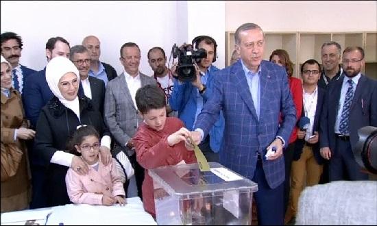 Turquia+diu+%26%238216%3Bs%C3%AD%27+al+sistema+presidencialista+d%27Erdogan