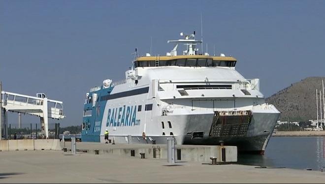 Molta+activitat+al+Port+d%27Alc%C3%BAdia+pels+vaixells+que+van+cap+a+Ciutadella