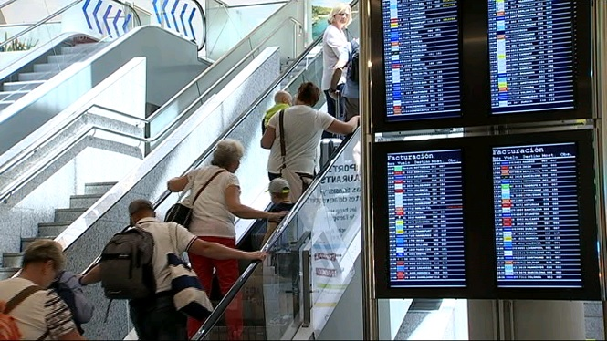 L%27aeroport+de+Son+Sant+Joan+comptabilitza+900+vols-ambul%C3%A0ncia+el+2016