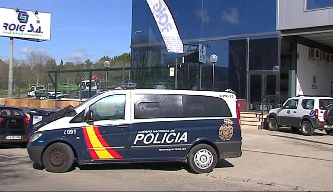 La+policia+Nacional+escorcolla+la+seu+de+l%27empresa+Roig