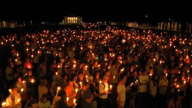 Vig%C3%ADlia+per+la+dona+morta+en+la+marxa+racista+de+Charlottesville